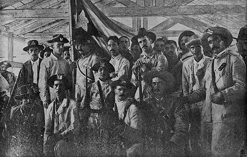 Voluntarios cubanos.