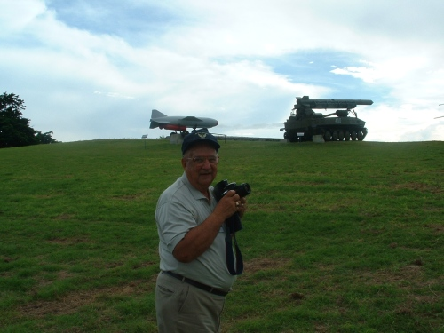 Former CIA photointerpreter Dino Brugioni takes pictures of FKR and Luna missiles in Cuba, 2002 (photo by Svetlana Savranskaya)