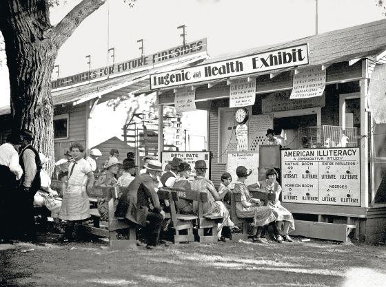 Conferencia sobre la eugenesia celebrada en Kansas en 1925. / AGE PHOTOSTOCK